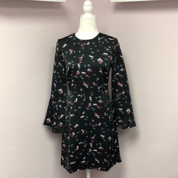 Banana Republic Dresses & Skirts - Banana Republic sz 2 Belled Sleeve Floral Dress